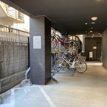 自転車もバイクも置けます。空きは要確認!