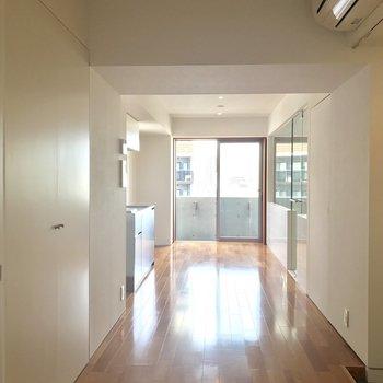窓の襖を開けて。日当たりグッド ※写真は8階の同間取り別部屋のものです