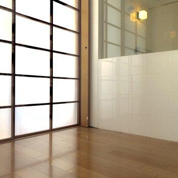 障子×タイル×ガラス ※写真は8階の同間取り別部屋のものです