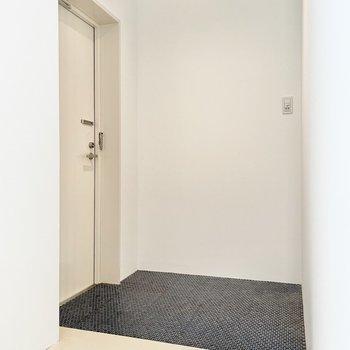 玄関はゆったりと。シューズボックスはご用意を。