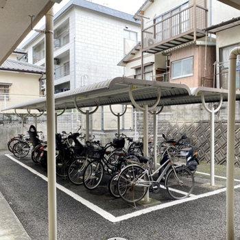 屋根付きの駐輪場はオートロック内にありました。