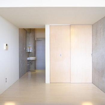 玄関から筒抜けなので、目隠しをしてもよさそう。(※写真は4階の同間取り別部屋のものです)
