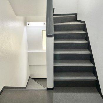 お部屋までは階段。頑張りましょう〜!
