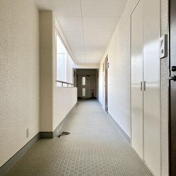お部屋は一番奥の右側です。