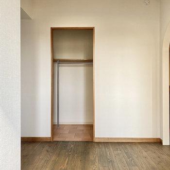 【洋室約5帖】WICの中を覗いてみましょうか。