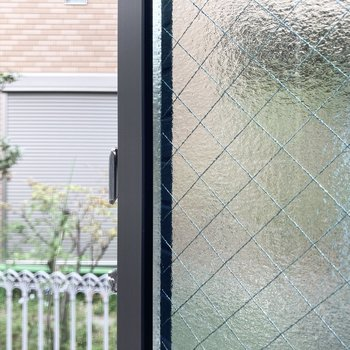 【1階・LDK】小窓からの眺望です。