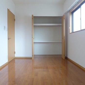 寝室は7帖、クローゼット大きめ(※写真は7階の同間取り別部屋のものです)