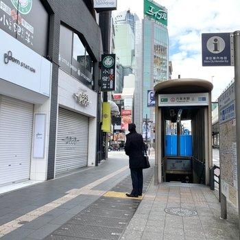 六本木駅は5番口が近かったです。