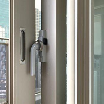 窓は二重サッシに。しっかりと防音対策されてます。※写真は前回募集時のものです