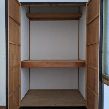 収納は大容量です。布団、掃除機なども入りますよ。