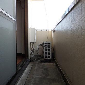 バルコニーは十分な広さ。(※写真は5階同間取り別部屋のものです)