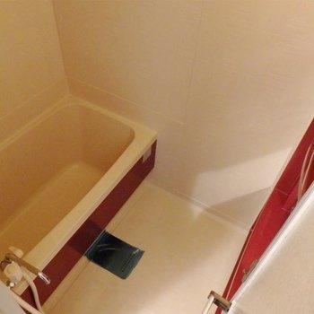 お風呂はコンパクトですがきれいになっていました。(※写真は5階同間取り別部屋のものです)