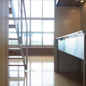 秘密基地のような廊下。※写真は3階の同間取り別部屋のものです