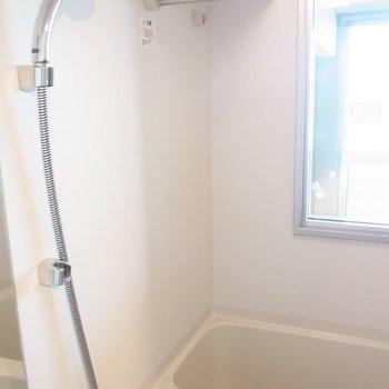 窓あるといいですね。※写真は3階の同間取り別部屋のものです