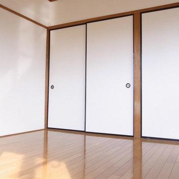 寝室もフローングにしてあります※写真は2階反転間取り別部屋のものです。