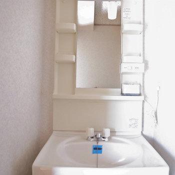 独立洗面台もうれしい※写真は2階反転間取り別部屋のものです。