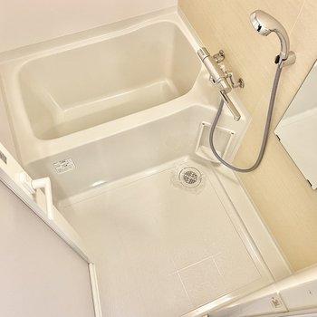 お風呂は浴室乾燥機付き◎※文章・写真は6階同間取り・別部屋のものです