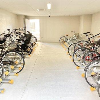 共用部】駐輪場は雨の心配もないですよ。