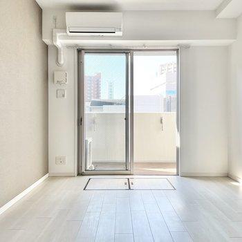 グレーのクロスで上品な雰囲気も。※文章・写真は6階同間取り・別部屋のものです