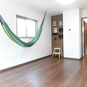 ハンモックはこっちにもできますよ。※写真は2階の同間取り別部屋のものです