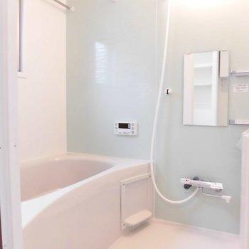 浴槽とっても広いんです。※写真は2階の同間取り別部屋のものです