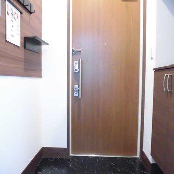 玄関も広いんです!※写真は2階の同間取り別部屋のものです