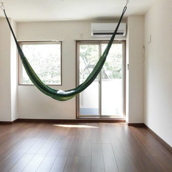 この日光浴とハンモックってリゾート?※写真は2階の同間取り別部屋のものです