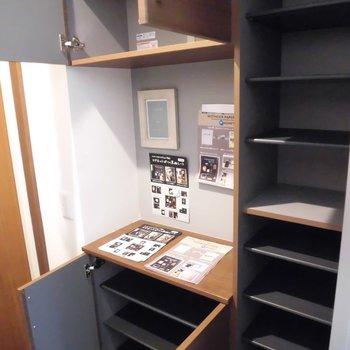 こっちには写真とか鍵かけとか?※写真は2階の同間取り別部屋のものです