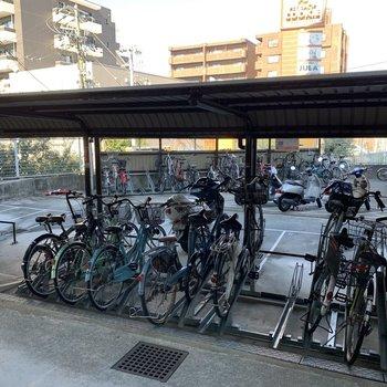 駐輪場とバイク置き場!