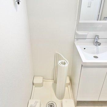 お隣には洗濯置き場が。※文章・写真は6階反転間取り・別部屋のものです