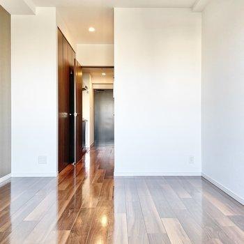 ウォールナットやチークの家具を置きたいなぁ。※文章・写真は6階反転間取り・別部屋のものです