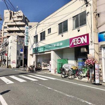 商店街には色々なお店がありました