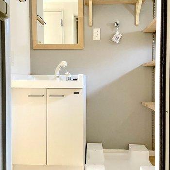 洗面台はそのまま残します!洗濯機は玄関に。