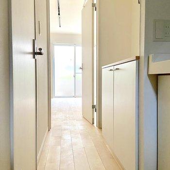 1口ガスのキッチンは、コンパクトながらも収納力抜群◎