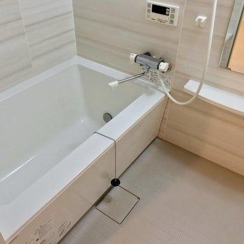 お風呂もゆったりと。リラックスできそう!