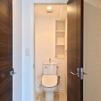トイレがありました。ウォシュレット付きです。