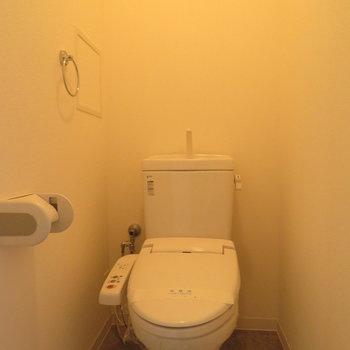 もちろん温水洗浄便座付きです(※写真は5階反転間取り別部屋のものです)
