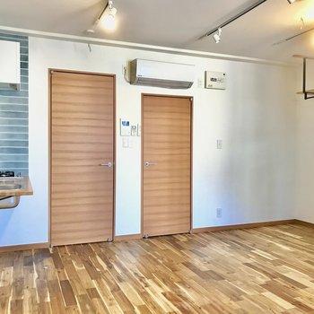 右側の扉はサニタリールーム