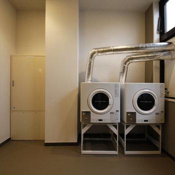 後ろには乾燥機があります。雨の日もここで乾かせちゃう!(※別途料金が必要になります)