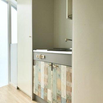 キッチンもおそろいのクロスです。※写真は4階同間取り・別部屋のものです