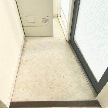靴を脱ぐスペースは狭め。ここから…※写真は4階同間取り・別部屋のものです