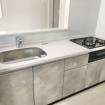 【LDK】調理スペースもシンクも広くて使いやすそうです。