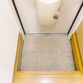 玄関は段差が高め。こけないように注意しましょう。
