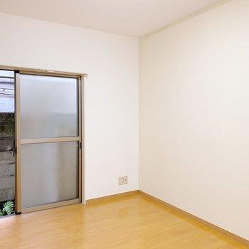 【1階:LDK】テレビ端子はこちらに。テレビを見ながらご飯を食べたいな〜。