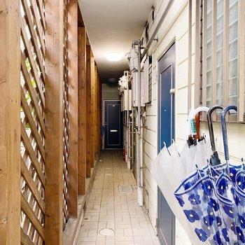 廊下は少しコンパクト。お引越しは組み立て式の家具がオススメです。