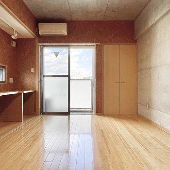 東向きなので明るい朝が迎えられそう。※写真は5階の同間取・別部屋のものです