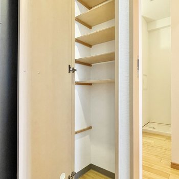 下のスペースに傘をしまうのもいいかも。※写真は5階の同間取・別部屋のものです