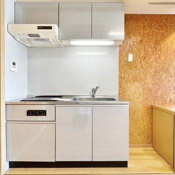 冷蔵庫スペースはちゃんと確保されています。※写真は5階の同間取・別部屋のものです