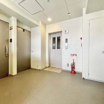 【共用部】1フロアに4部屋ずつ入っています。