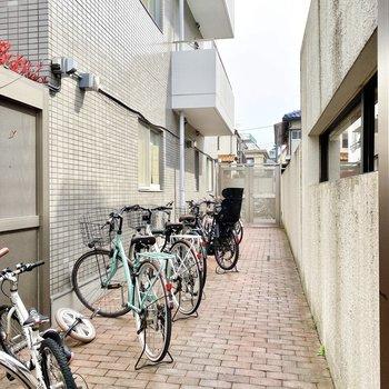 自転車を置けますよ。